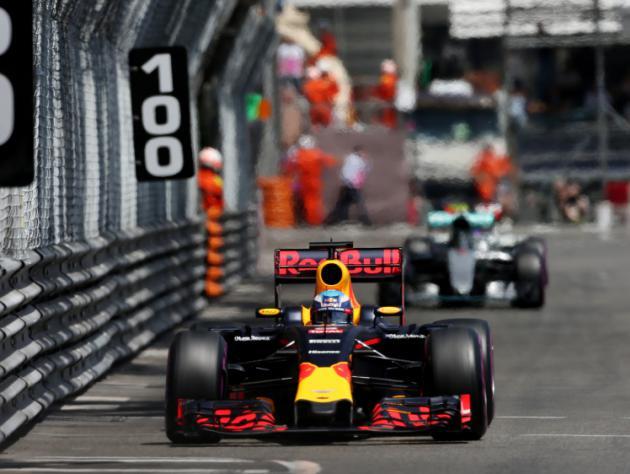 Daniel Ricciardo blames pit-lane 'chickens' for his Monaco malaise